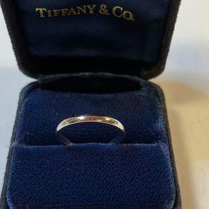 Lucida Platinum 950 2mm Wedding Band Ring Size 5